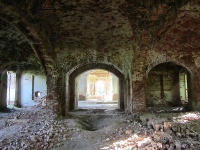 трапезная и приделы, вид от юго-западного (главного) входа